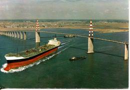 N°58879 -cpsm Tanker Sous Le Pont De Saint Nazaire- - Commerce