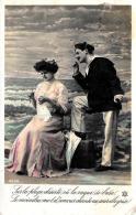 [DC11011] CPA - COPPIA SULLA SPIAGGIA - Non Viaggiata - Old Postcard - Coppie