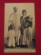 ALGERIE - SCENES ET TYPES - 6282 - Une Famille Mauresque ENFANTS - BIJOUX - COIFFES - éditeur LL - Algérie