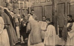 RELIGION CHRISTIANISME LE DIACONAT  IMPOSITION DE LA DALMATIQUE - Autres