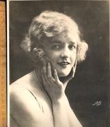Photographie : Geneviève FELIX Née Le 21 Avril 1901 à Paris Actrice Française Filmographie 1919-32 / Photo R SOBOL - Persone Identificate