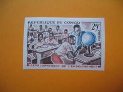 Timbre Non Dentelé   N° 167  Développement De L'enseignement  1964 Avec Charnière - République Du Congo (1960-64)