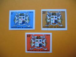 Timbre Non Dentelé   N°321 à 323  Armoiries  1973 - Benin - Dahomey (1960-...)