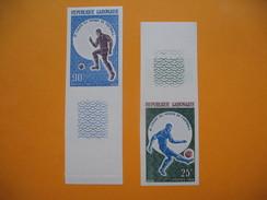 Timbre Non Dentelé   N° 194 Et 195  8 ème Coupe Du Monde De Football  1966 - Gabon
