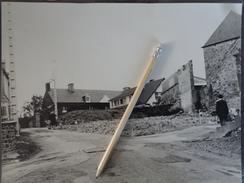 50 TESSY SUR VIRE GRANDE  PHOTO  DANS LA VILLE VERS 1960  PAVILLON - Lieux