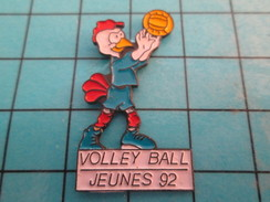 Pin713H Pin's Pins : BEAU ET RARE : SPORTS / VOLLEY-BALL JEUNES 92 JEUNE POULET - Volleyball