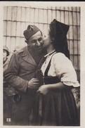 MINI PHOTO--alsace's Kiss--l'alsace Et La Lorraine Libérées--voir 2 Scans - Photography
