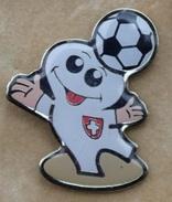 MASCOTTE LESSIVE BIO MEGA - FOOTBALL - FOOT - BALLON - GANTS - GARDIEN DE BUT - DRAPEAU SUISSE - SCHWEIZ - SWISS -  (19) - Football