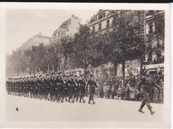 MINI PHOTO--PARIS--défilé Des Fusilliers-marins Anglais-libération 1944 Armistice--voir 2 Scans - Photography