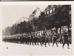 MINI PHOTO--PARIS--défilé De L'infanterie Anglaise---libération 1944 Armistice--voir 2 Scans - Photography