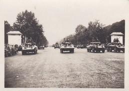 MINI PHOTO--PARIS--chars De La Division LECLERC Aux Champs-elysées--libération 1944 Armistice--voir 2 Scans - Photographie