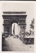 MINI PHOTO--PARIS---Chars De La Division LECLERC à L'arc De Triomphe---libération 1944 Armistice-voir 2 Scans - Photographie