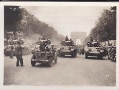 MINI PHOTO--PARIS---Chars De La Division LECLERC Aux Champs-elysées--libération 1944 Armistice-voir 2 Scans - Photographie
