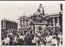 MINI PHOTO--PARIS-foule Place De La Concorde Assistant Au Défilé L'armée Améraine-libération 1944 Armistice-voir 2 Scans - Photographie