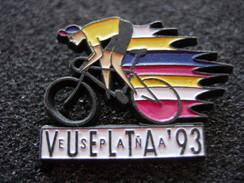 PIN'S CYCLISME ESPANA VUELTA 93 MAILLOT JAUNE ET VELO SIGNE LOCO PINS - Cycling