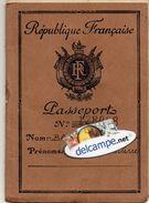 PASSEPORT FRANCAIS  Avec De Nombreux Cachets Et Visas  -  Viet Nam  - Saigon - Hong Kong ....1952 - 1954 - Documenti Storici