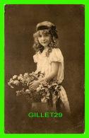 ENFANTS - JEUNE FILLE AVEC UNE CORBELLE DE FLEURS - VALENTINE'S SERIES - ÉCRITE - - Portraits