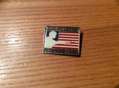 Pin's (épinglette) «FEDERATION OF PETANQUE USA» (drapeau, Etats-Unis) - Bowls - Pétanque