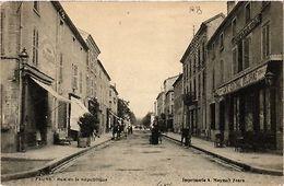 CPA   Feurs - Rue De La République   (581198) - France