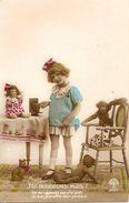 Fantaisie Couleurs, Fillette Avec Appareil Photos, Poupée, Chat, Ours En Peluche Et Singe En Peluche. Début 20ème - Cartes Postales