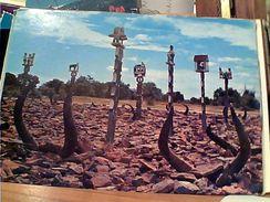 MADAGASCAR: MAHAFALY: Tombeaux Dans Le Sud TOMBE SCULTURE  FUNEBRI   N1975 GI17596 - Madagascar