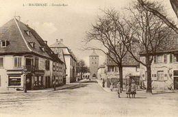 CPA - HAGUENAU (67) - Aspect De La Grande Rue Dans Les Années 20 - Haguenau