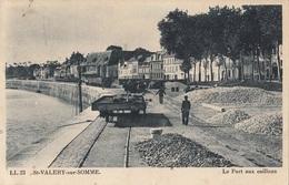 CARTE POSTALE DE SAINT VALERY SUR SOMME / RAMASSAGE DE GALETS / CAILLOUX / TRAIN / WAGON - Saint Valery Sur Somme