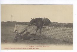CPA Régiment Cavalerie Saumur Une Chute Au Mur Du Breil N° 15 - Regimenten