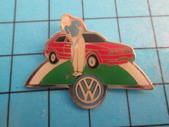 Pin0113b  Pin's Pins / Beau Et Rare : AUTOMOBILES / VOLKSWAGEN GOLF JOUEUR DE GOLF - Volkswagen