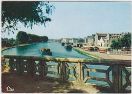 R  20 :  Aisne :  SAINT  QUENTIN : Le  Canal  1964 (  Bus-  Péniche) - Saint Quentin