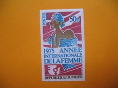 Timbre Non Dentelé   N° 320  Année Internationale De La Femme  1975 - Nigeria (1961-...)