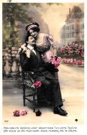 [DC11041] CPA - COPPIA CON ROSE FIORI - Viaggiata - Old Postcard - Coppie