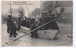 IVRY (94) - CURE DE LA SEINE - LES HABITANTS RAMENES A LEUR DOMICILE - Ivry Sur Seine