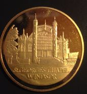Great Britain  Medal St.George's Chapel In Windsor  - S. George And The Dragon. 40.5 Cm In The Capsule. - United Kingdom
