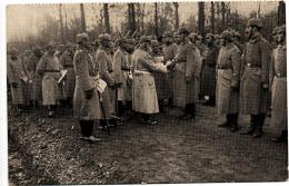 Ak Unser König (BY Ludwig III) Verleiht Kriegsaauszeichnungen 8.2.17 An Die Baronin Von Pfetten In REGENSBURG - Familles Royales