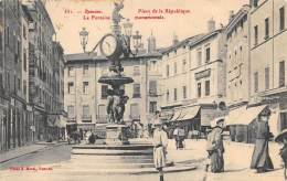 ROMANS  PLACE DE LA REPUBLIQUE  LA FONTAINE MONUMENTALE - Romans Sur Isere