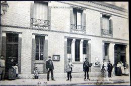 60 LIANCOURT LA POSTE FACTEURS ET PREPOSEES EN TENUE A LA POSE BELLE COMPOSITION - Liancourt
