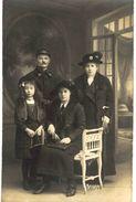 CPA N°12701 - CARTE PHOTO SOLDAT DU 70e REGIMENT OU BATAILLON ET SA FAMILLE - PHOTO A. CHARROUIN - TOURS - War 1914-18