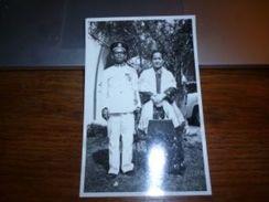 BC7-2-500 Carte Photo 1962 Malaysia Kota Tinngi Octobre 1963 Costume Avec Médaille Militaire ? - Malaysia