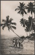 Tramping Across The Sands, A Seaside Scene, Ceylon, C.1940s - Plâté RP Postcard - Sri Lanka (Ceylon)