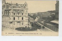 BIARRITZ - Avenue De La Reine Victoria Et Pavillon Henri IV (tramway) - Biarritz