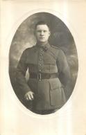 CARTE PHOTO SOLDAT REGIMENT N°18 - Regiments