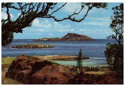 (765) Australia - Norfolk Island - View Towards Philiip Island (wrong Description Back Of Card Takling About Kingston) - Norfolk Island