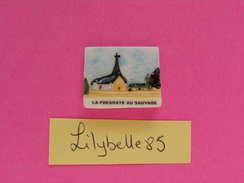 Feve PERSO En Porcelaine - EGLISE - LA FRESNAYE AU SAUVAGE - Serie PUTANGES III 2002 ( Feves ) - Regiones