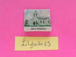 Feve PERSO Ancienne En Porcelaine - EGLISE - MENIL GONDOUIN - Serie LES EGLISES DE PUTANGES 2000 ( Feves ) - Regiones