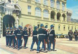 Monaco        H149        Monaco.La Relève De La Garde Devant Le Palais Du Prince - Palais Princier