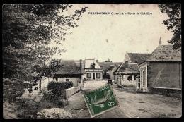 CPA ANCIENNE FRANCE- VILLEDOSMAIN (37)- ROUTE DE CHATILLON TRAVERSANT LE VILLAGE- GROS PLAN- LE PONT- - Frankreich