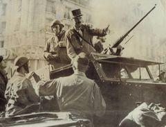 Photographie - Général Leclerc - Porte D'Orléans - Blindé - Libération De Paris 25 Août 1944 - 1939-1945 - Guerre, Militaire