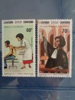 CAMEROUN 1983 Y&T N° 710 & 711 ** - PROMOTION DE LA FEMME CAMEROUNAISE - Cameroun (1960-...)