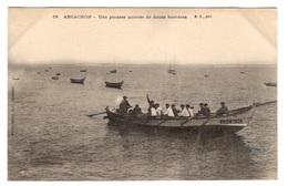 33 GIRONDE - ARCACHON Une Pinasse Montée De 12 Hommes , Pionnière - Arcachon